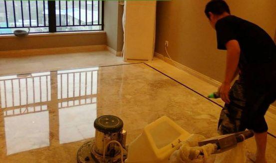 如何对人来人往的大厅进行清洁工作